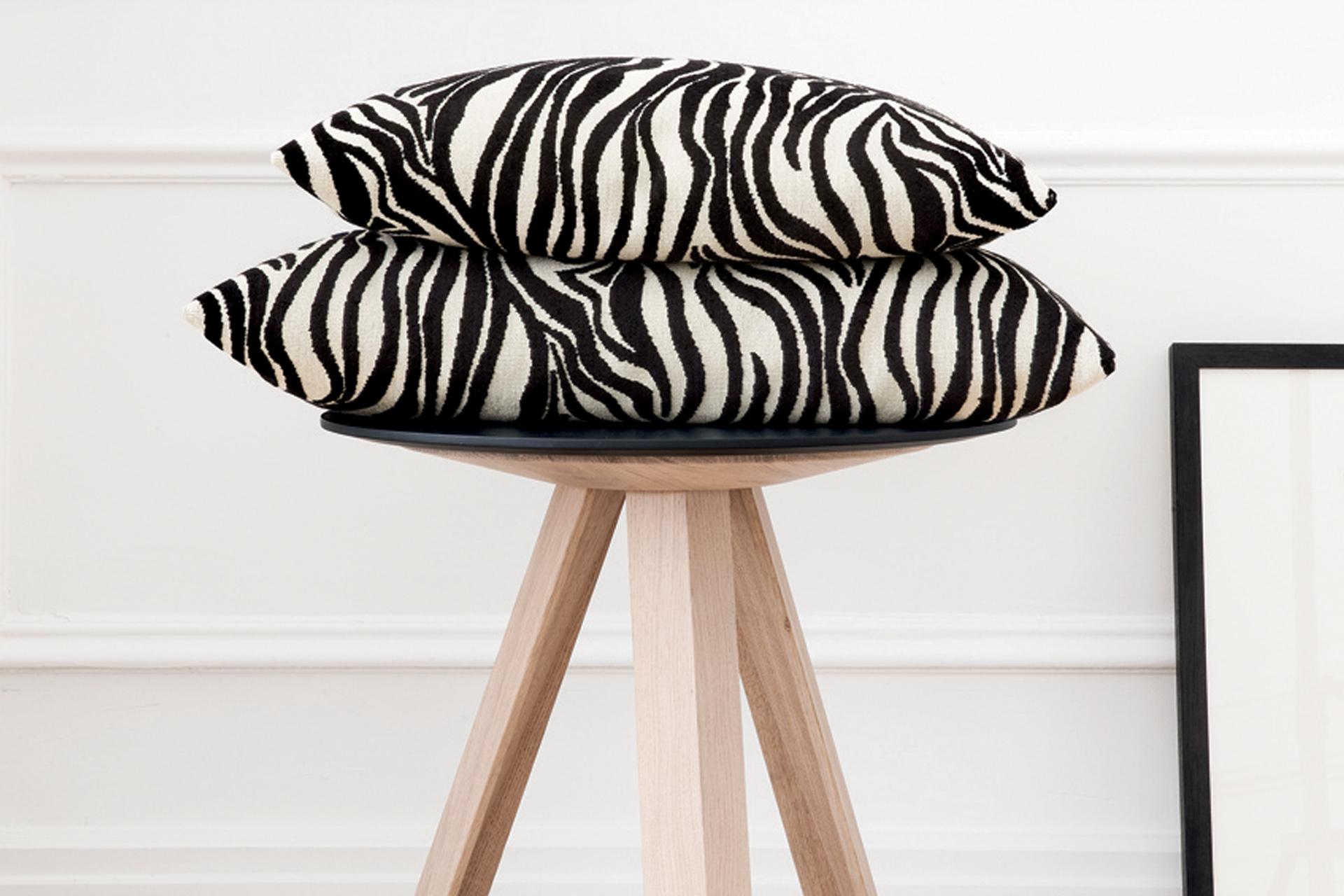 tissu tapissier zebre. Black Bedroom Furniture Sets. Home Design Ideas